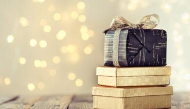 pile-composee-boites-enveloppees-decorees-cadeaux-noel_1220-2155